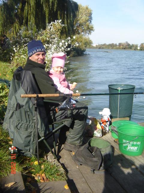 Dziadek z wnuczką nad Jeziorem Rogozińskim 2008 zdjecia-111